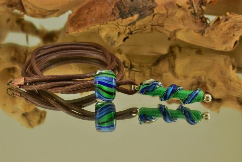 Bruine ketting met slang en streepkraal