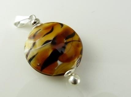 Amberkleurige lentil aan zilverkleurige wisselhanger