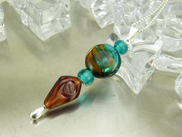 Glashanger petrol en amber