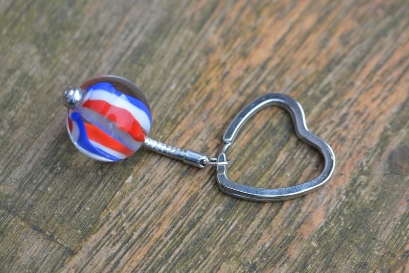 Pandora style sleutelhanger met rood, wit en blauwe glaskraal