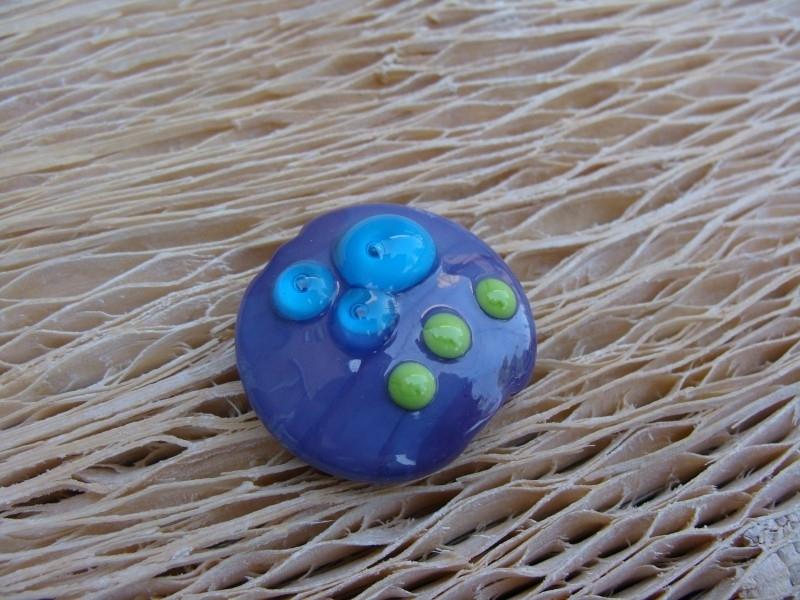 Lila lentil met dots