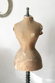 Antieke shabby wespentaille mannequin