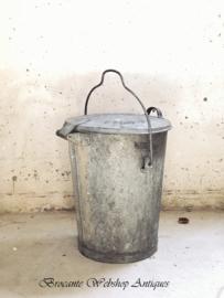 Zinken afval emmer