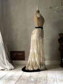 Antieke franse lange rok met sleepje