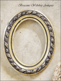 French oval frame