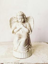 Knielend engeltje/ Kneeling angel