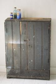 Sober houten kastje