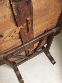 Antieke franse wijntafel