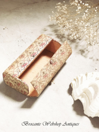 French toiletry bag