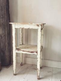 Brocant tafeltje/bijzetter/kastje/ Old table
