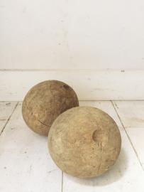 2 antieke houten ballen