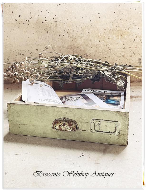 Oude mintgroene lade
