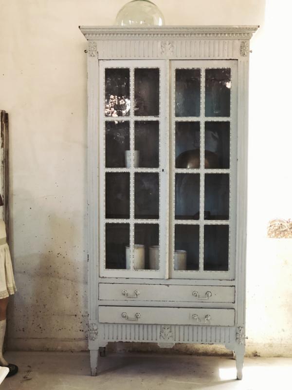 Antieke vitrine kast