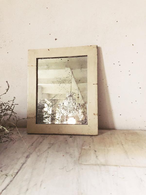 Sober oud frans spiegeltje