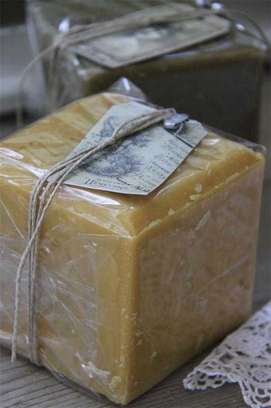 Gespot in de JDL! ...Rustic french soap Jeanne d`Arc Living