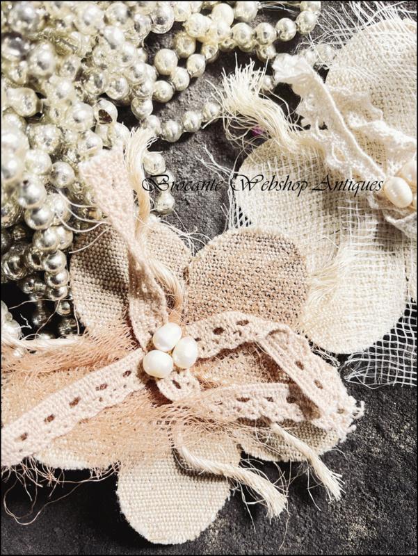 Broche bloem met zoetwater parels van JDL