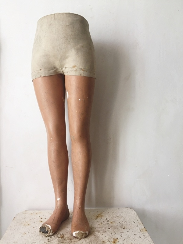 Oude étalage beentjes/ french shop legs