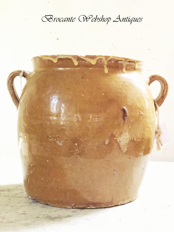 Oude mosterd kleurige pot