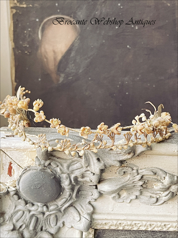 Old french wax crown