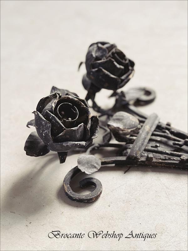 Bijzonder oud frans rozen ornament