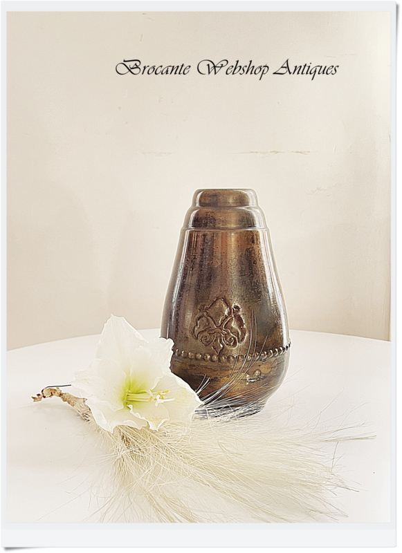 Beautiful vase - french lily-