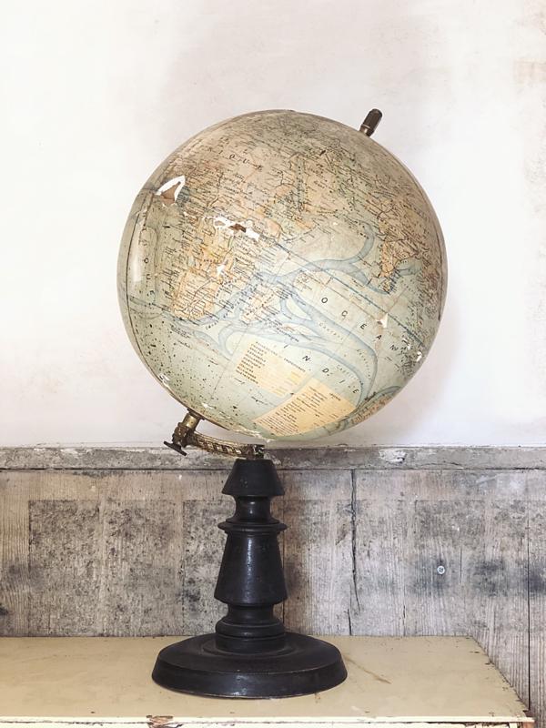 Antieke globe PARIS
