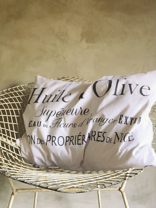 Cushion Huile d`Olive Jeanne d`Arc Living   - white-