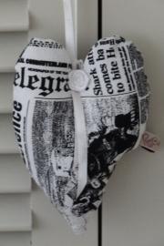 """Hartje in """"newspaper"""" stof met roosje"""