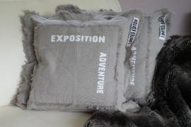 "Kussen ""Exposition Adventure"" 50 x 50 cm kleur smokey grey"