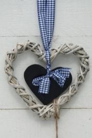 Rattan vergrijsd hart met schoolbord hartje
