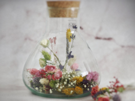 droogbloemen in konische vaas