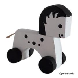 Houten paardje op wieltjes - Kidsboetiek