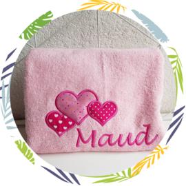 Handdoek met naam: hartjes