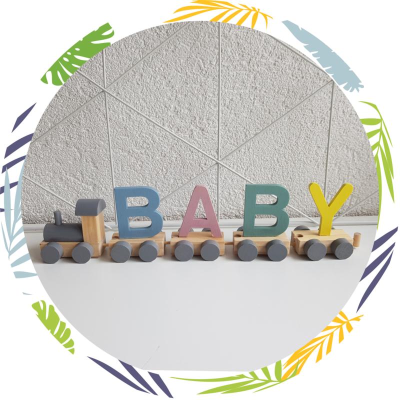Naamtrein houten letters pastel kleuren mix