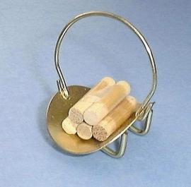 00165 Openhaardhouthouder met hout. (AE)