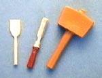 01513 Beitels(2) en houten hamer. (AJ)