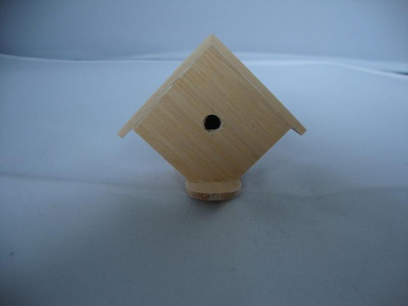 01875 Vogelhuisje, blankhout. (20/21)