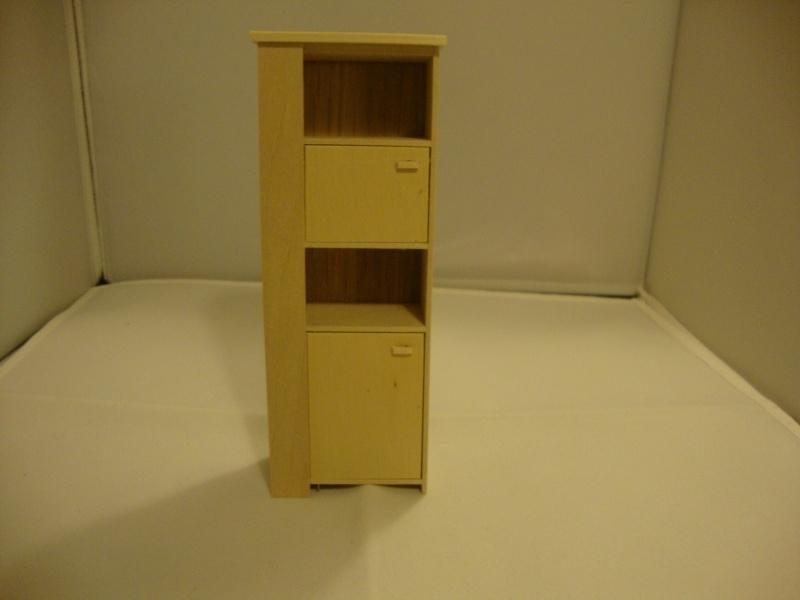 01910 Hoge moderne kast, blankhout. (20/21)
