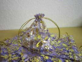 Lila met gouden roosjes