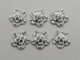 Zilver met glitter. 12 mm. Geschulpt