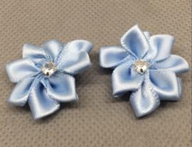 Bloemen met strass lichtblauw