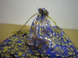 Blauw met gouden roosjes