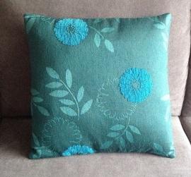 Aqua met blauwe bloem