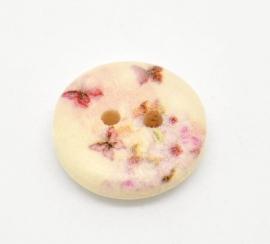 Hout knoopje met roze bloemen en vlinders. 15 mm