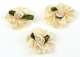 3. Bloemen Geel met parel 30 x 27 mm per stuk € 0,15