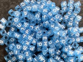 Blauw/wit.  6 x 6 mm. 25 voor