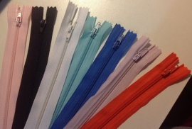 7 ritsen van 12 cm  verschillende kleuren.