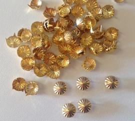 Goudkleurig bloemetje  9 mm  10 voor € 1.00
