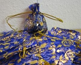 Blauw   Donkerblauw met gouden roosjes