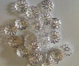 Zilveren bloemenkap 10 mm  10 voor € 0,35
